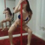 Gostosa dançando no pole dance