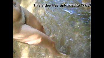 Caiu na net loira gostosa fodendo com dois na cachoeira