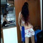 Novinha safada pagando um boquete escondido da sogra