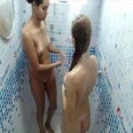Novinhas gostosas tomando um banho