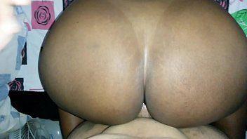 Mulata bunduda sentou com vontade na rola do seu marido