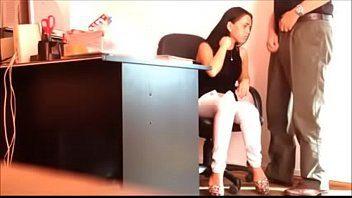 Casada safada trai o marido transando com o chefe comedor