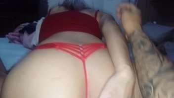 Trepando gostoso na cama da sogra com minha namorada safada
