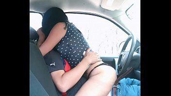 Casada safada gozando na rola do amante no carro