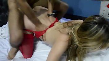 Esposa safada tomando rola grossa no cú