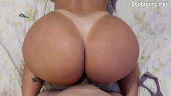 Fernandinha gostosa do xvideos mostrando suas habilidades em fazer sexo com homens pauzudo
