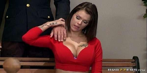 Video putaria mostrando novinhas safadas trasando com marmanjo pauzudo