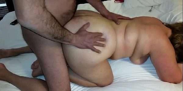 Esposa gordinha gemendo no sexo amador