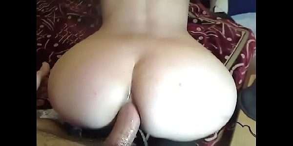 Novinha dando o cuzinho ao vivo na webcam