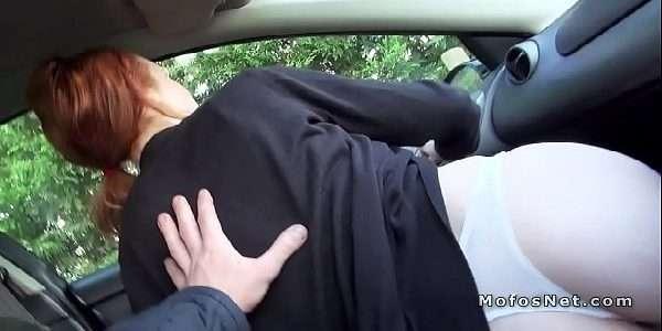 Transando no carro com a ruiva rabuda gostosa