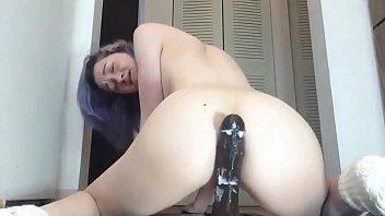 Safada enfiando consolo gigante no cú ao vivo na webcam