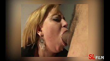 Garganta profunda da loirinha gostosa na webcam