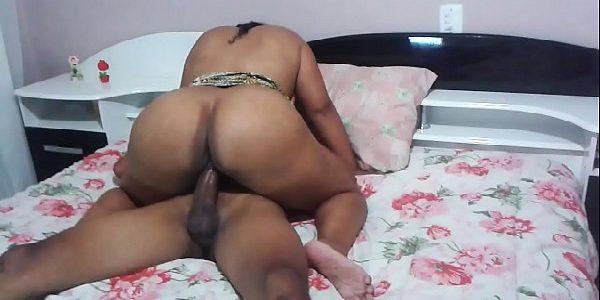 Corno filmando a esposa rabuda trepando na piroca