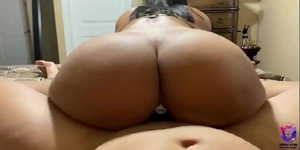 Morena cavala senta com tesão no caralho