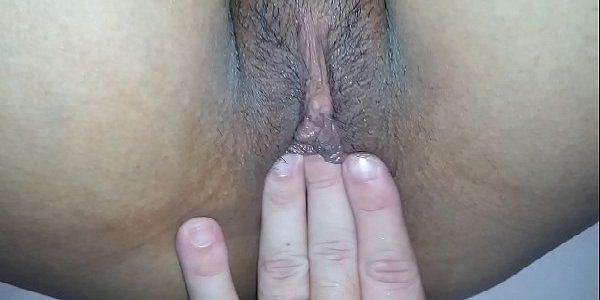Novinha bucetuda gozando no sexo amador