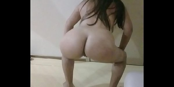 Novinha rabuda rebolando no xvideos porno
