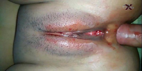 Sexo amador safada menstruada dando o cú