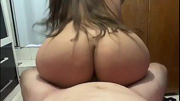 Novinha deliciosa rabuda de quatro no Xvideos Amador