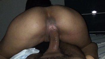 Novinha metedeira gostosa quicando no caralho