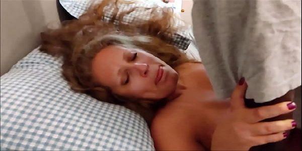 Vídeo amador negão dotado comendo a coroa loira putona safada