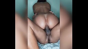Vídeo amador namorada rabuda sentando no sexo anal